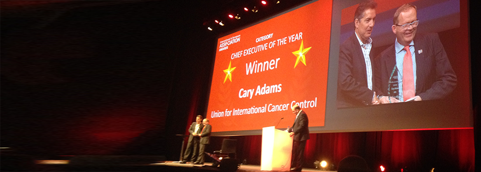 Cary Adams, UICC Chief Executive Officer, receives award