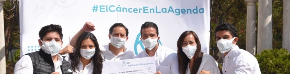 Members of Cancer Warriors Mexico celebrating the signature by dozens of NGOs of a letter asking politicians to commit to including the attention of cancer patients in their campaign