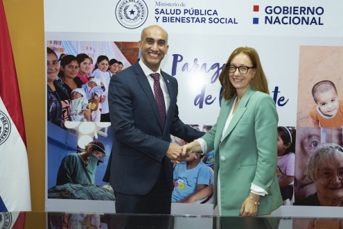 Susan Henshall and Minister of Health of Paraguay