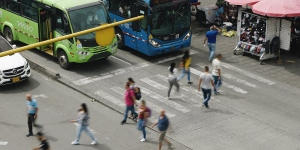 People crossing busy street in Latin American city