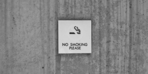 No smoking sign infront of a building