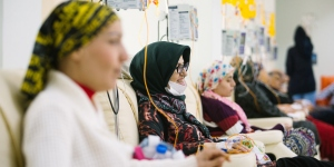 Women in the Instanbul Oncology Institute getting cancer treatment