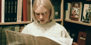 Women reading newspaper with an astonished Face
